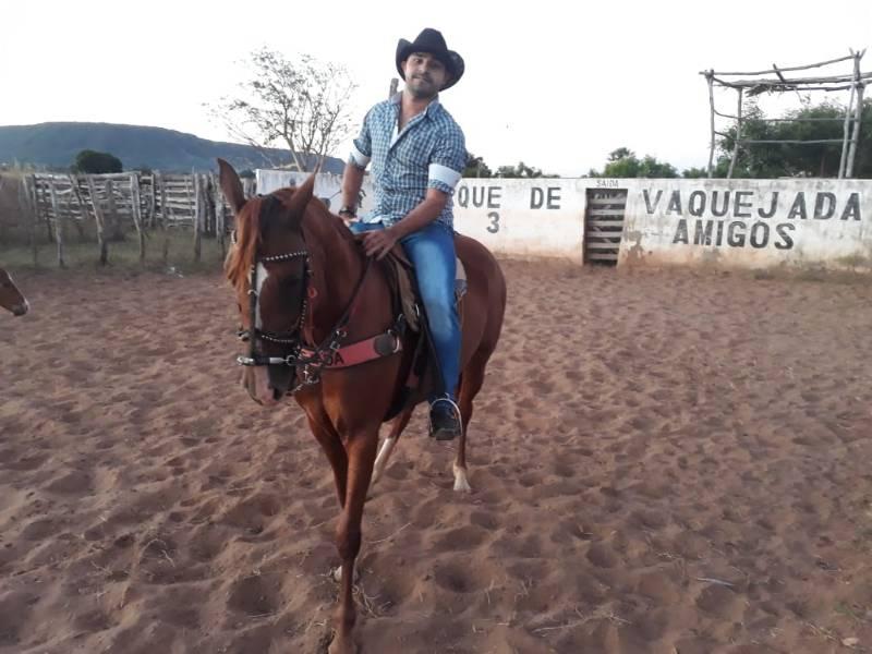 Vinícius Vaqueiro na 1ª pega de Boi do parque três amigos em Santa Rosa