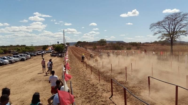 Corridas de cavalos na 44ª festa do vaqueiro de Santa Rosa
