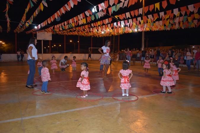 Confira primeira noite do Festival Junino que reúne centenas de pessoas em Santa Rosa