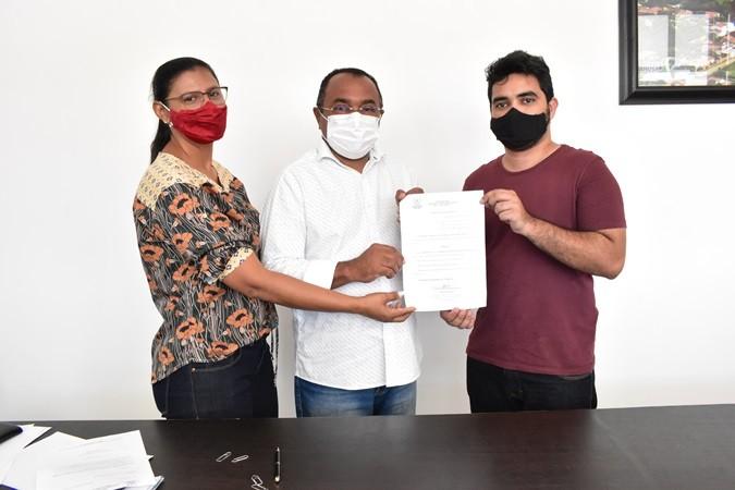 Prefeito Veríssimo Siqueira nomeia secretários municipais