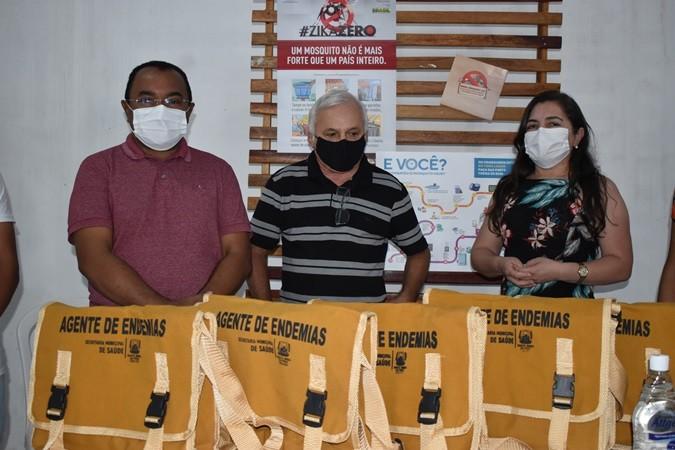 Prefeitura de Santa Rosa entrega novas bolsas aos agentes de endemias
