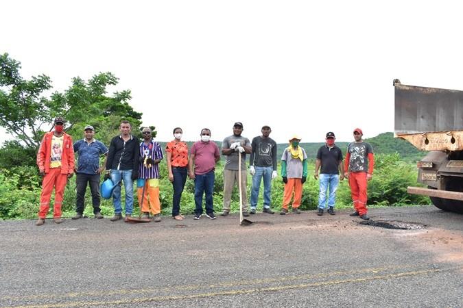 Prefeitura de Santa Rosa realiza Operação Tapa-Buraco na PI- 239 que dá acesso ao município