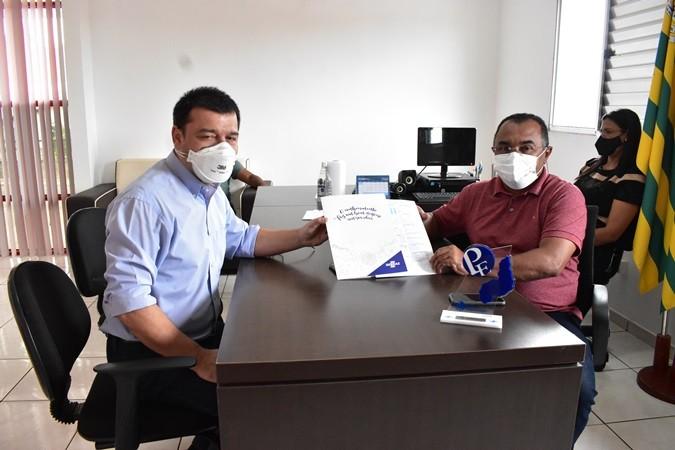 Prefeito de Santa Rosa recebe visita do gerente do SEBRAE-PI