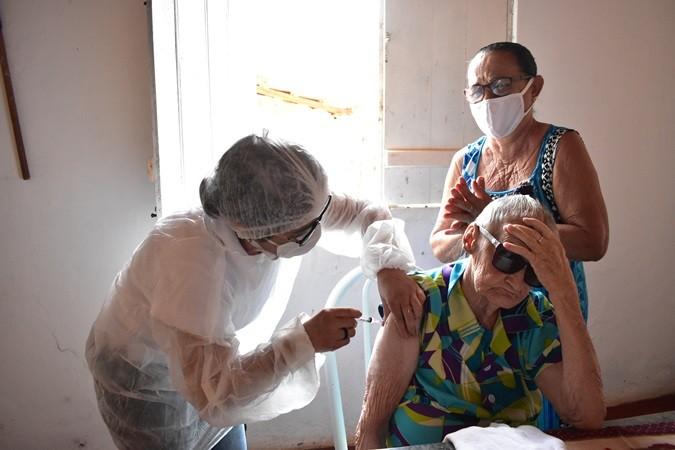 Começa vacinação de idosos com mais de 90 anos em Santa Rosa