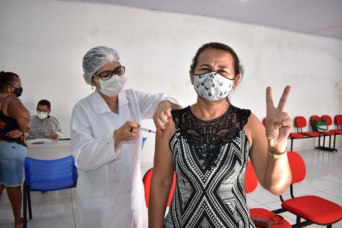 Pessoas com hipertensão e obesidade começa ser vacinados em Santa Rosa