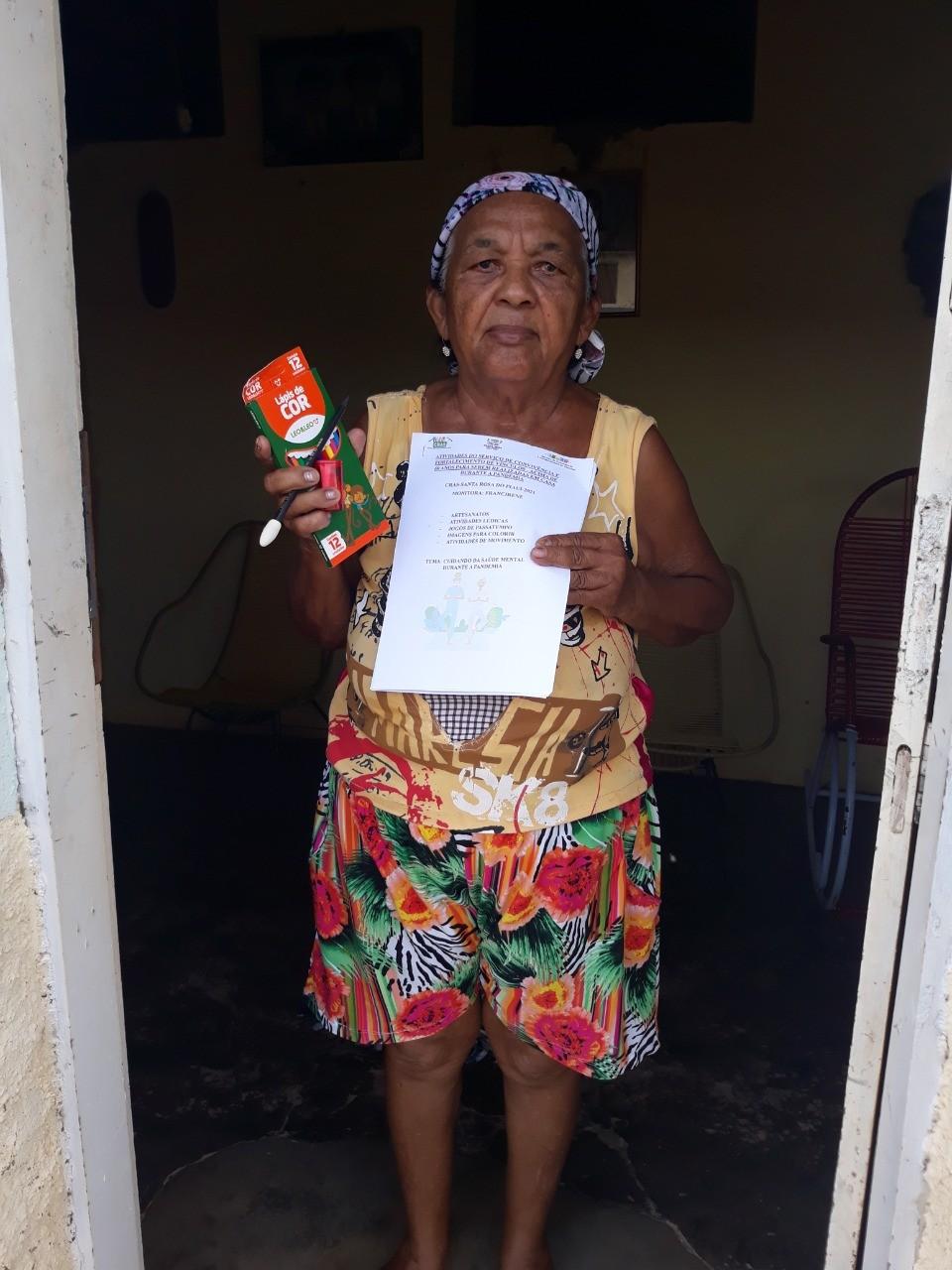 CRAS realiza entrega de lembrancinhas e cadernos de atividades para grupo do SCFV