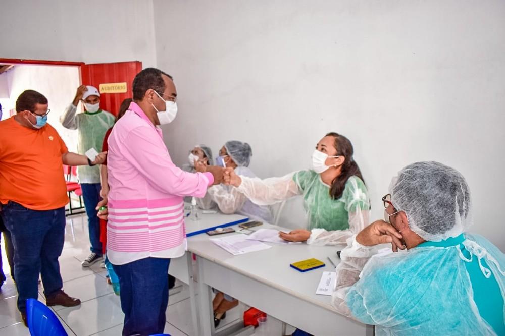 Prefeito e vice-prefeito de Santa Rosa recebem 1ª dose de vacina contra a Covid-19