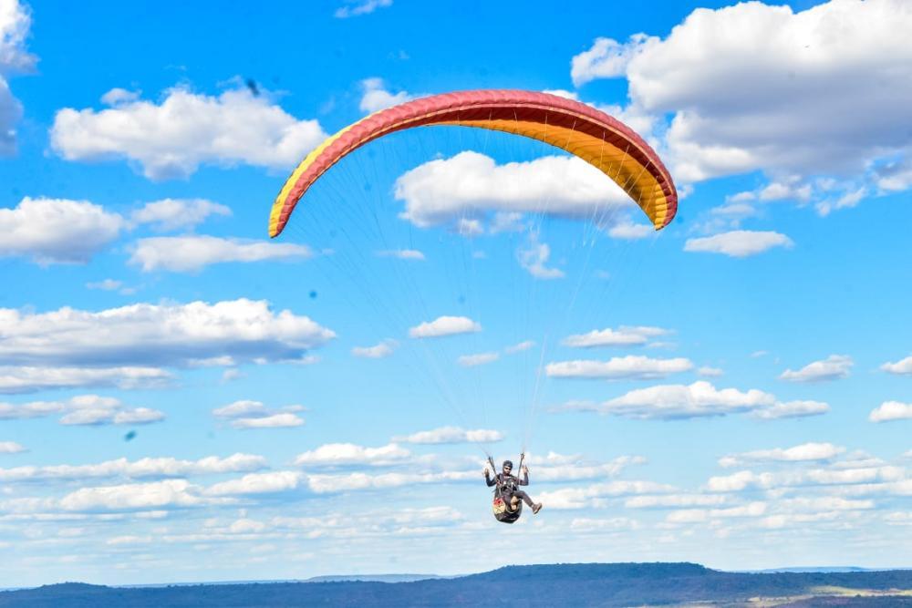 Santa Rosa do Piauí: Pilotos realizam testes de voo livre da Serra dos Patos