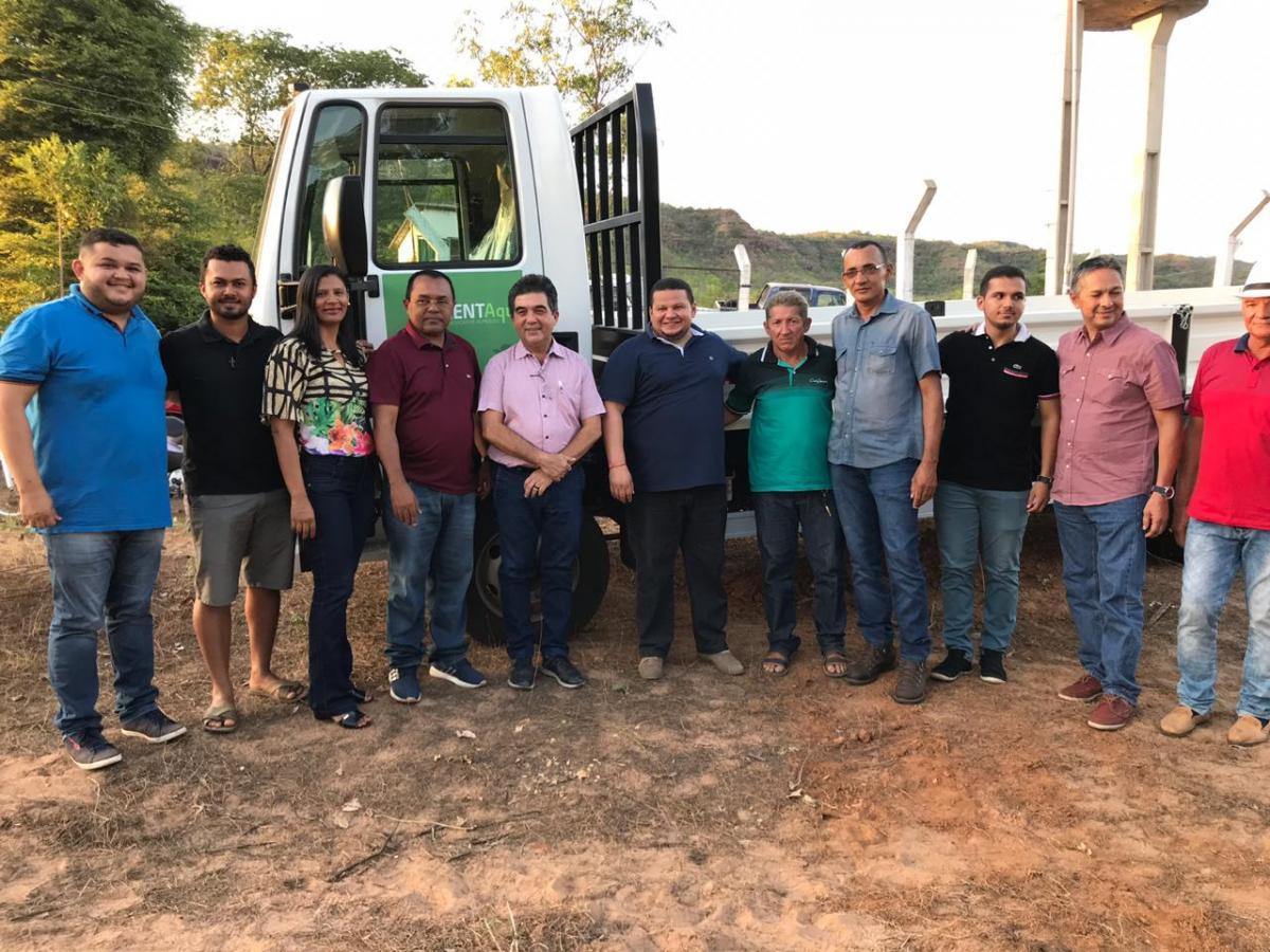 Prefeitura inaugura estrada e entrega veículos em Santa Rosa