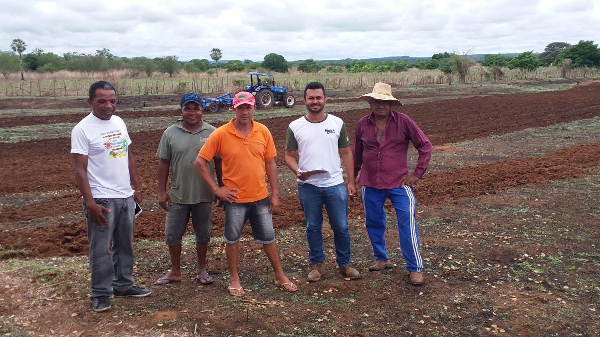 Prefeitura de Santa Rosa auxilia agricultores na preparação de terra no município
