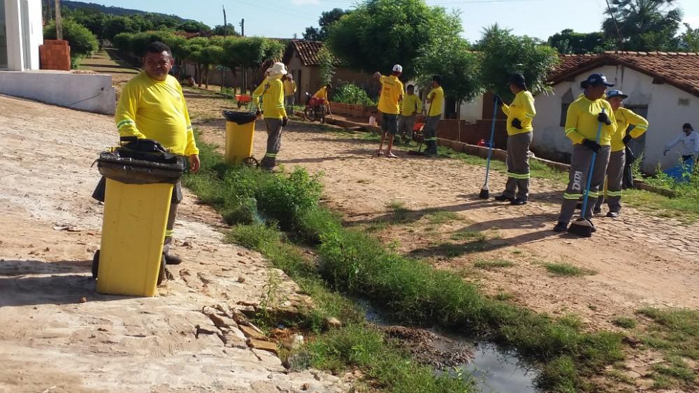Prefeitura de Santa Rosa realiza mutirão de limpeza nas ruas da cidade