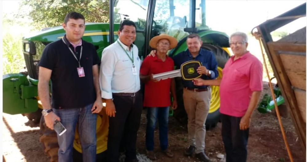 Oeiras financia R$ 204 mil para aquisição de máquinas John Deere: Linha FNE Rural contratou recurso para o produtor Chico Moura de Santa Rosa