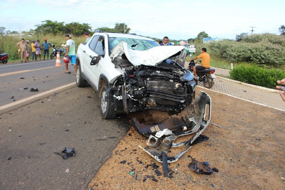 TRAGÉDIA: Colisão entre carro e moto deixa duas vítimas fatais em Oeiras