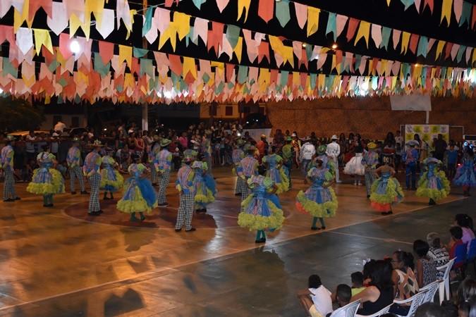 Junina Rosa do Sertão e Grupos do CRAS encerram última noite do Festival Junino