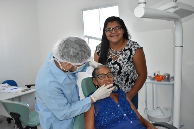 Saúde entrega próteses dentárias para pacientes em Santa Rosa