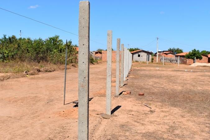 Prefeitura inicia construção de campo de futebol no povoado Santana, zona rural de Santa Rosa
