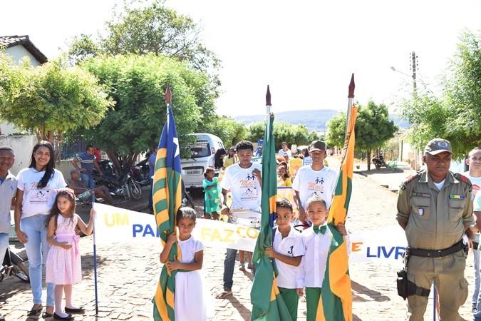Escola Novo Horizonte realiza desfile cívico em alusão ao Dia da Independência do Brasil