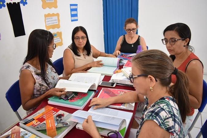 SEMED realiza a escolha do Livro Didático em Santa Rosa do Piauí