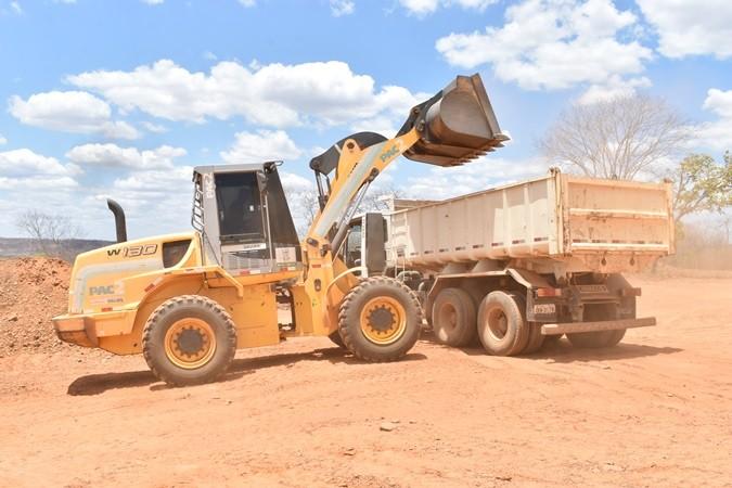 Prefeitura recupera estrada vicinal na zona rural de Santa Rosa