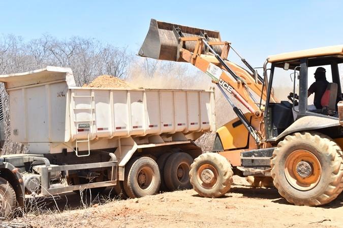 Prefeito Veríssimo Siqueira vistoria obras nas estradas em Santa Rosa