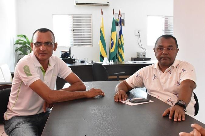 Prefeito faz entrega de Pulverizadores para Agricultura de Santa Rosa do Piauí