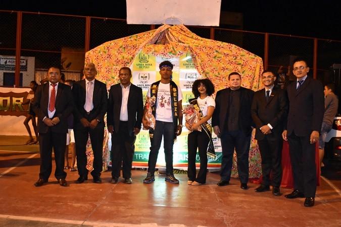 """Desfile da """"Beleza Negra"""" marca a noite do dia Consciência Negra no município de Santa Rosa"""