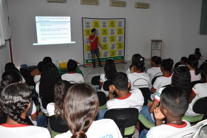 Higiene e alterações bucais na adolescência foi tema de palestra em Santa Rosa
