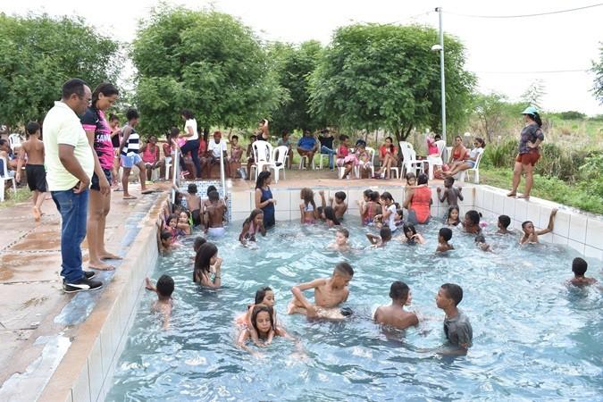 Banho de piscina encerra atividades 2019 SCFV em Santa Rosa