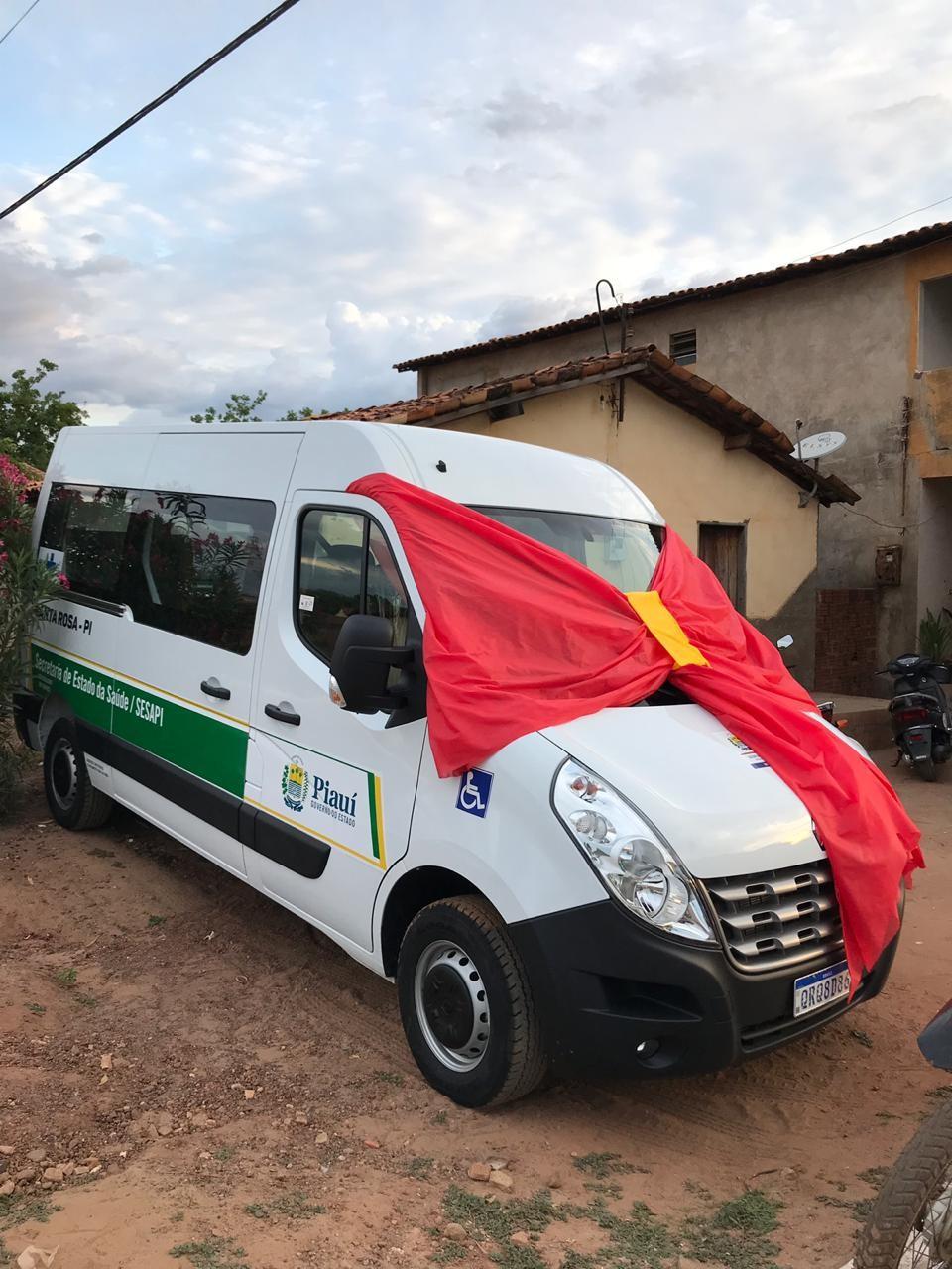 Sorteio do IPTU 2019, entrega da Van e assinaturas de ordem de serviços marcaram a noite deste domingo em Santa Rosa