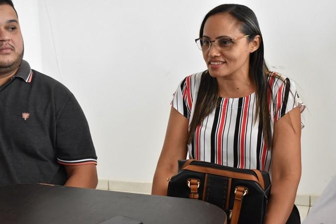 Alunos recebem certificados de conclusão de curso de informática em Santa Rosa