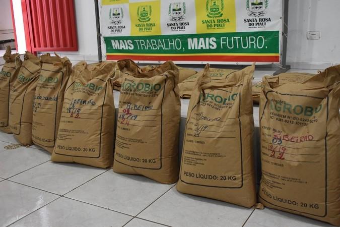 Agricultores de Santa Rosa recebem sementes de milho para plantio