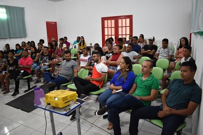 Jovens participam de palestra motivacional em Santa Rosa