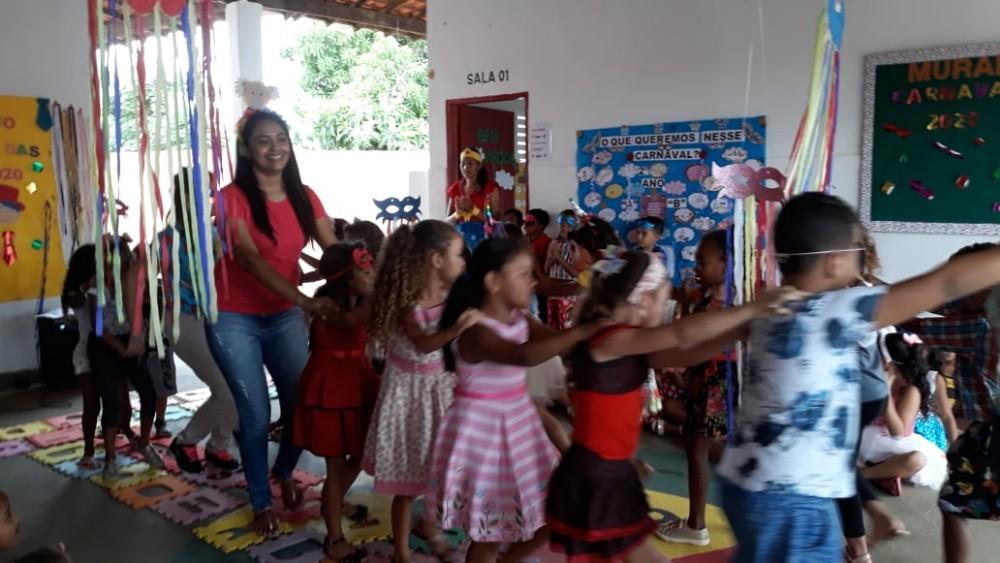 Escolas Municipais em Santa Rosa realizam Carnaval Literário