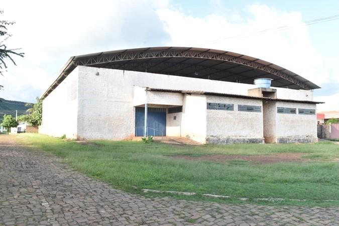 """Prefeito Veríssimo Siqueira assina ordem de serviço para reforma do Ginásio Municipal """"Robim"""" em Santa Rosa"""