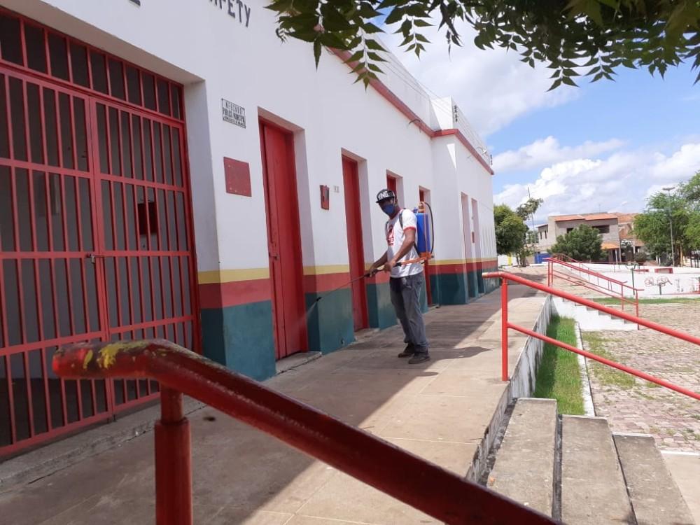 Agentes de combate às endemias realizaram desinfecção no mercado público em Santa Rosa