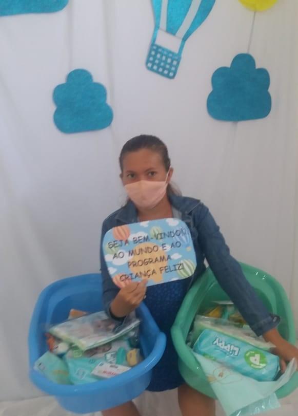 Gestantes acompanhadas pelas Secretarias de Assistência Social e Saúde recebem enxoval de bebê em Santa Rosa.