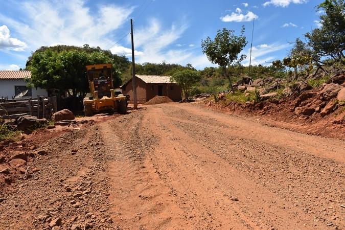 Prefeitura segue realizando várias obras de recuperação de estradas vicinais em Santa Rosa