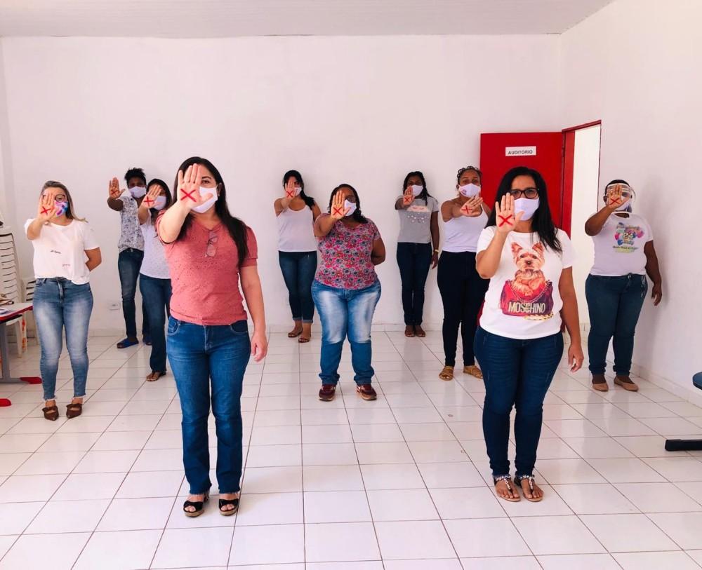 """Equipe da Secretaria de Assistência Social realiza planejamento de atividades para campanha """"Sinal Vermelho para a Violência Doméstica"""""""