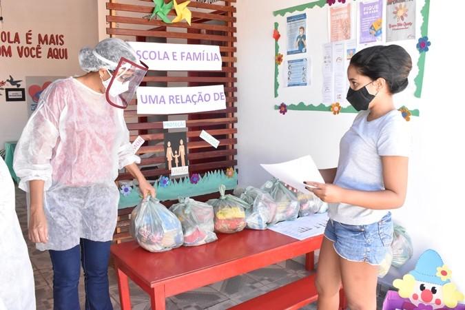 Em Santa Rosa, todos os alunos da rede municipal de ensino recebem kit de merenda escolar