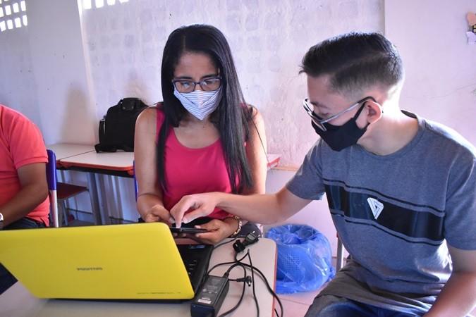 Educadores participam de formação para implantação do sistema de aulas online em Santa Rosa