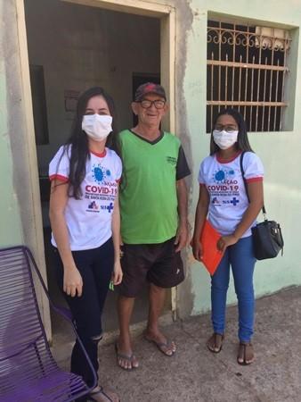 Secretaria de Saúde realiza visitas a famílias do município para orientar sobre o COVID-19